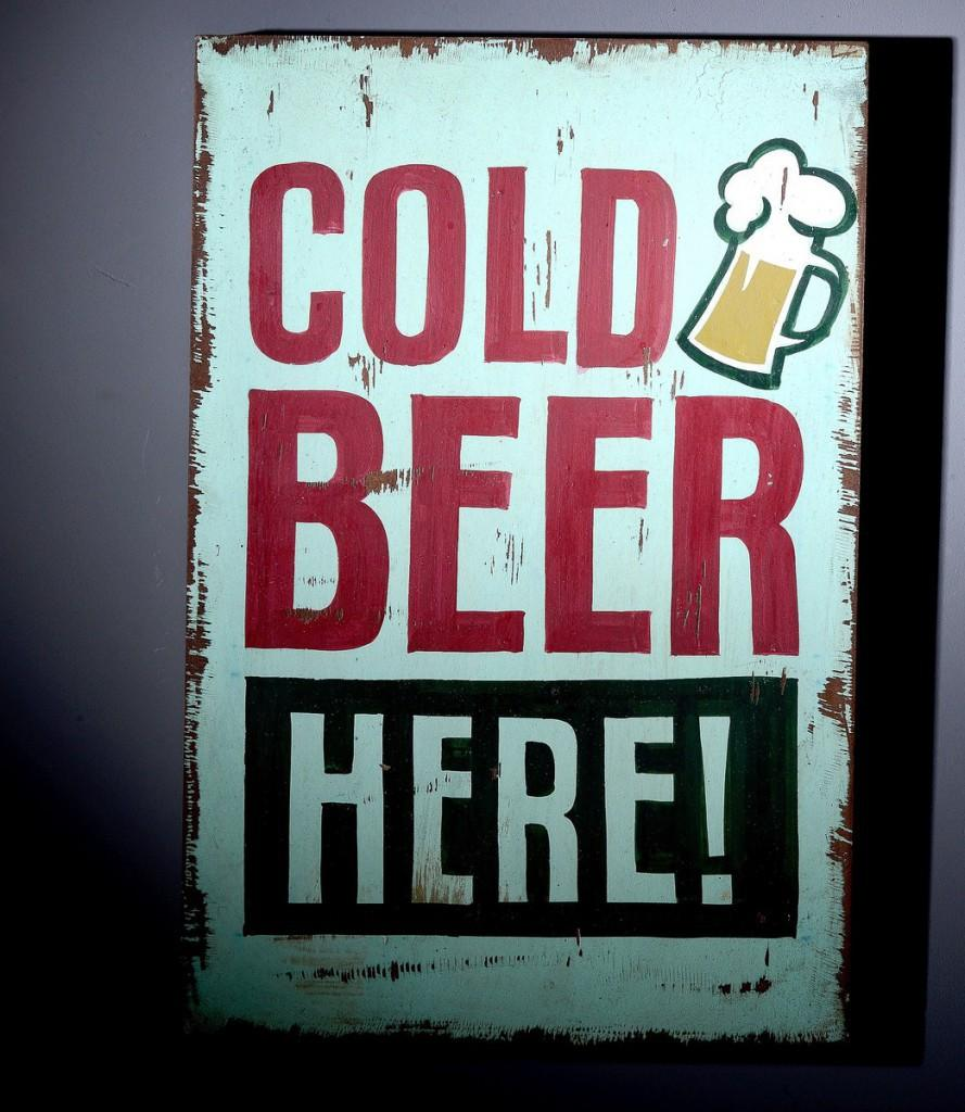 "Wall Art Deko Holzschild "" Cold Beer "" im Vintage Look"