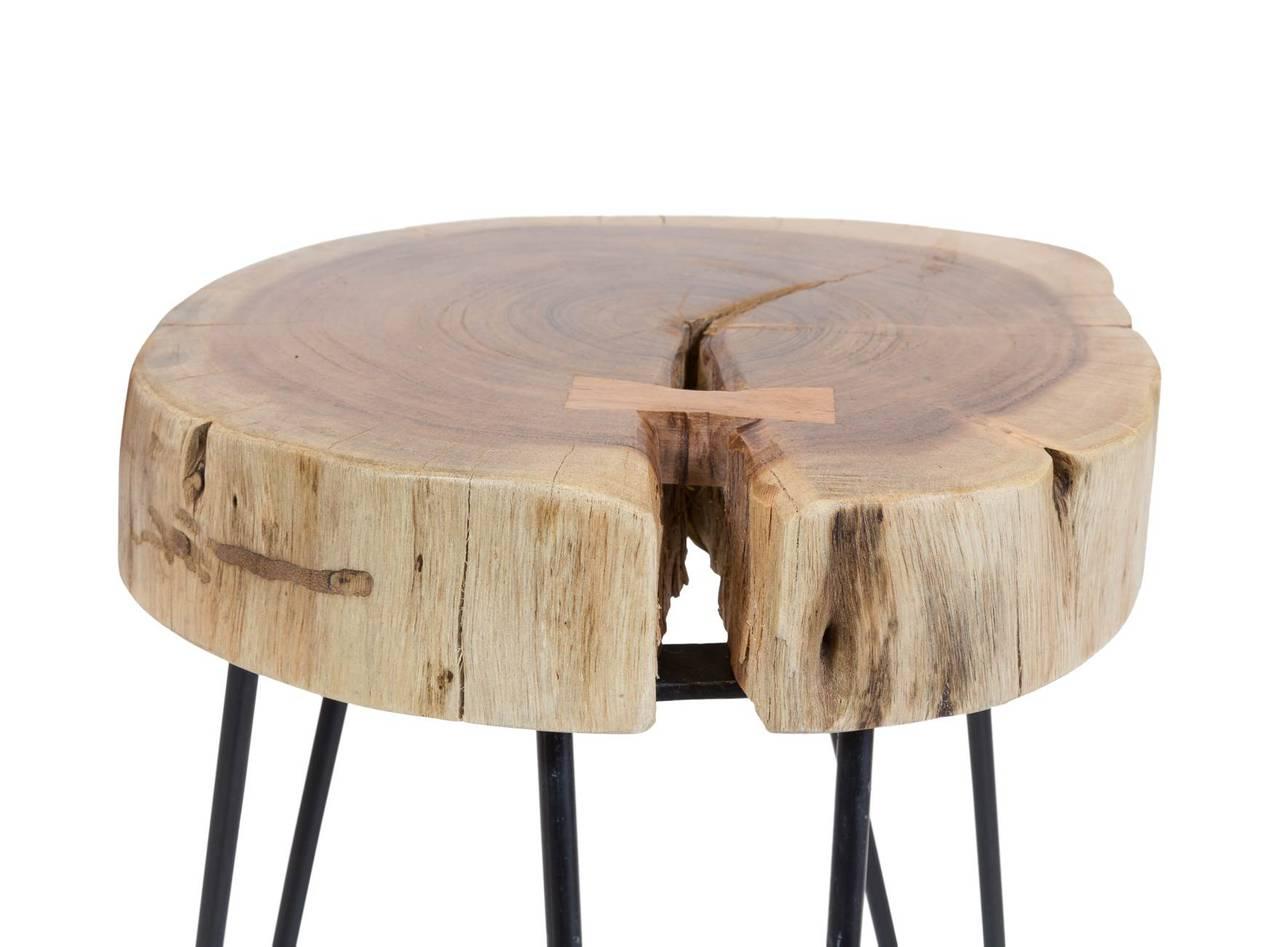 Beistelltisch stamm tischplatte aus akazienholz - Beistelltisch holzstamm ...