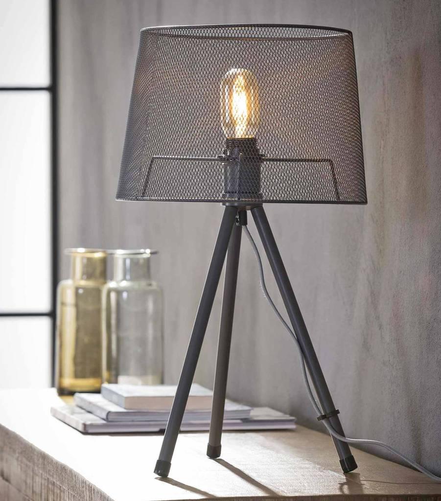 tischleuchte febe tripod tischlampe mit drahtgeflecht grau lackiert. Black Bedroom Furniture Sets. Home Design Ideas