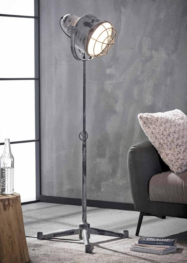 Stativ stehleuchte fero h henverstellbar industrial style grey for Garderobe industrial
